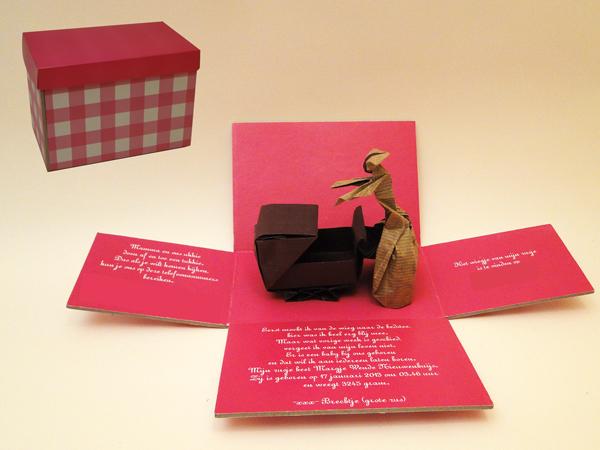 Origami model Mother Love (neal Elias) als geboortjekaartje